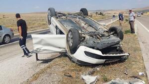Aksarayda otomobil ile traktör çarpıştı: 5 yaralı