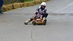 Formulaz tahta araba yarışları nefes kesti