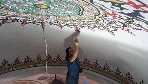 Tarihi Rüstem Paşa Camiinin hatlarına, kadın eli değdi