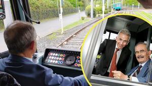 Frankfurt'ta hizmete giren 'Eskişehir Tramvayı'nı iki başkan sürdü