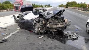 Otomobil, park halindeki kamyona çarptı: 1 ölü, 3 yaralı