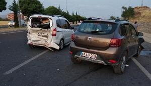 Elazığda hafif ticari araçlar çarpıştı: 8 yaralı