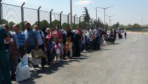 Bayram ziyaretinden dönen Suriyelilerin Türkiyeye girişi başladı