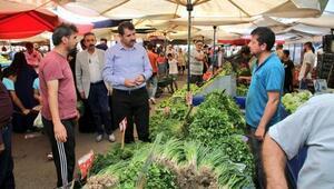 Vali Ayhan, pazarcı esnafının sorunlarını dinledi