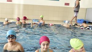 Yüzmeye talep yoğun