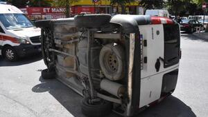 Güngörende takla atan aracın sürücüsünü çevredekiler çıkardı