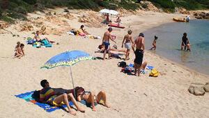 Sardinyadan 40 kilo plaj kumu çalan çifte 6 yıl hapis şoku