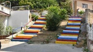 Narlıderenin merdivenleri renkleniyor