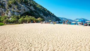 40 kilo plaj kumunu hatıra olarak almışlar: Fransız çift 6 yıl hapisle karşı karşıya