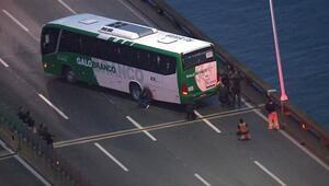 Brezilya'da silahlı bir kişi 32 yolcuyu rehin aldı
