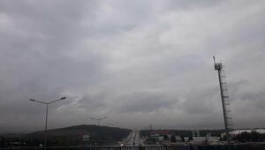 İstanbulun Anadolu yakasında yağmur