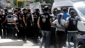 Diyarbakırda izinsiz gösteriye polis müdahalesi: 30 gözaltı