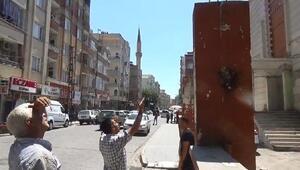 İntihar için çıktığı çatıdan polis ikna edip indirdi