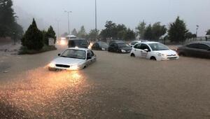 Zonguldakta sağanak; araçlar yolda kaldı