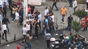 Taksim'de yabancı uyruklu iki grubun kavgası kamerada