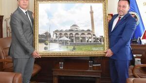 Başkan Beyoğluna yenilenen Kurşunlu Camisi tablosu
