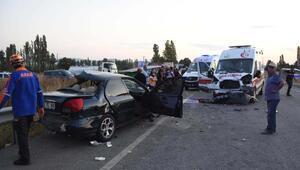Ambulansında karıştığı zincirleme kazada 3 kişi öldü, 4 yaralı