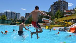 42 bin kişi havuza koştu