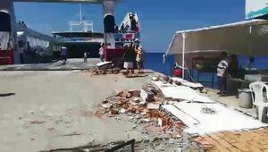 Avşa'da feribot iskeleye çarptı