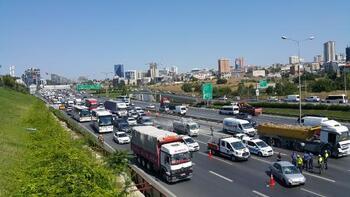 Son dakika... TEM Otoyolu'ndaki zincirleme kaza trafiği kilitledi