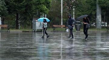 İstanbulda sağanak yağış vatandaşlara zor anlar yaşattı