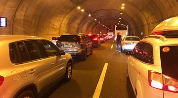 Orhangazi Tünelinde araç yangını trafiği durdurdu