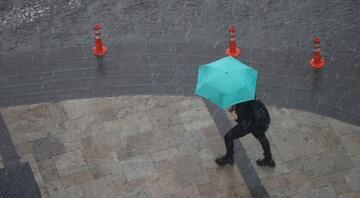 Meteorolojiden İstanbul için gökgürültülü sağanak yağış uyarısı