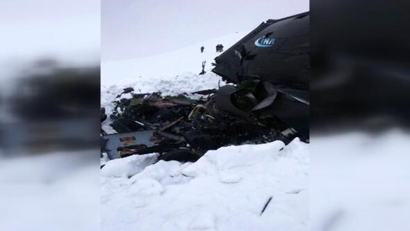 Tuncelide düşen helikopter kara saplanmış halde bulundu