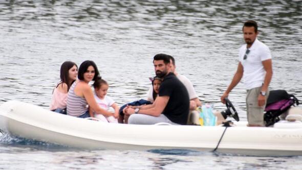 Volkan Demirel ve ailesi tatilde