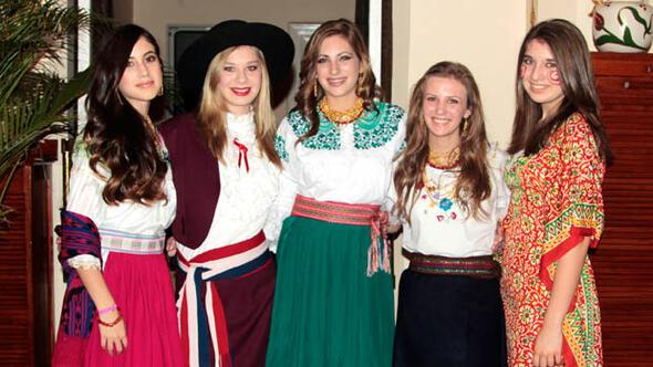 Latin renkleriyle yardım gecesi