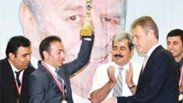 Son kupasını İzmir'de verdi