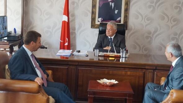 MHP'li Vekilden CHP'li Belediye Başkanına Ziyaret