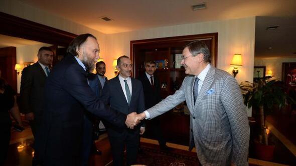 Putinin Başdanışmanı Dugin, Başkan Gökçeki ziyaret etti