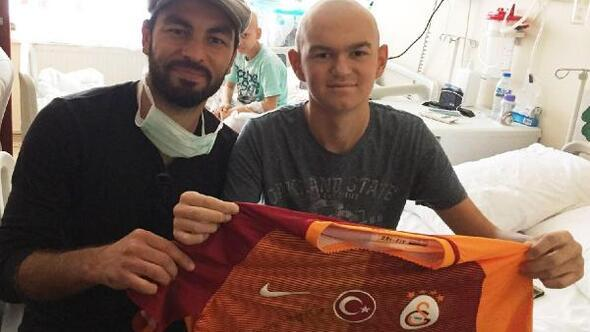 Galatasaraylı Selçuktan Onura sürpriz