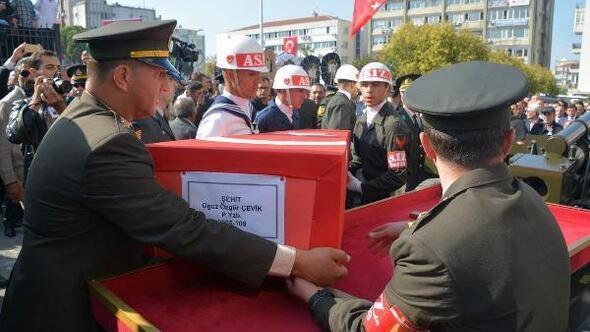 Şehit Yüzbaşı Çeviki 10 bin kişi son yolculuğuna uğurladı