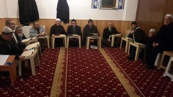 Yozgatlı emekliler Kur'an okumayı öğreniyor