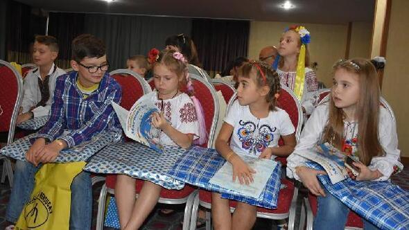 Savaşta asker babalarını kaybeden Ukraynalı çocuklar Marmariste