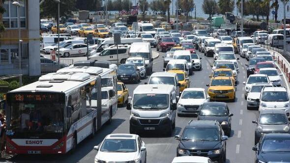 İzmirde 1,3 milyon araç trafikte