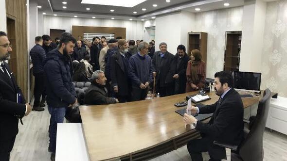 Makamının kapısını söken Başkan Sayana ziyaretçi akını