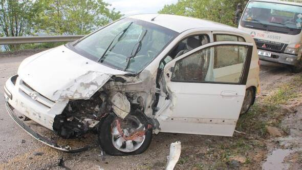 Kastamonuda TIR ile otomobil çarpıştı: 1 ölü, 1 yaralı