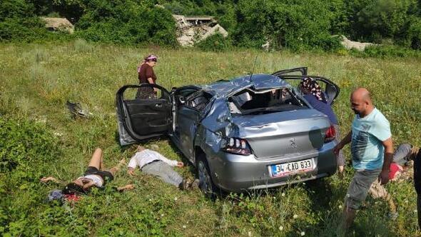 Kazazedeler, otomobilin yanında yardım gelmesini bekledi