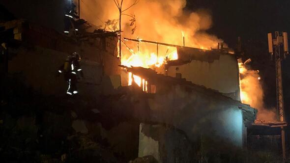 Aileyi yangından komşuları kurtardı