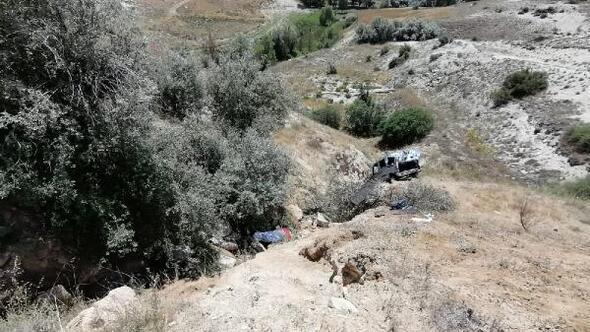 Nevşehirde hafif ticari araç şarampole yuvarlandı: 2 ölü, 4 yaralı