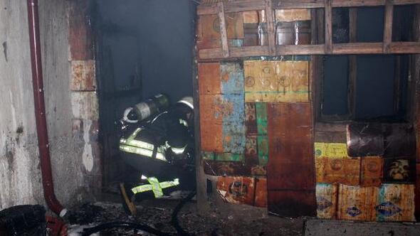 Müştemilatta çıkan yangın evlere sıçramadan söndürüldü