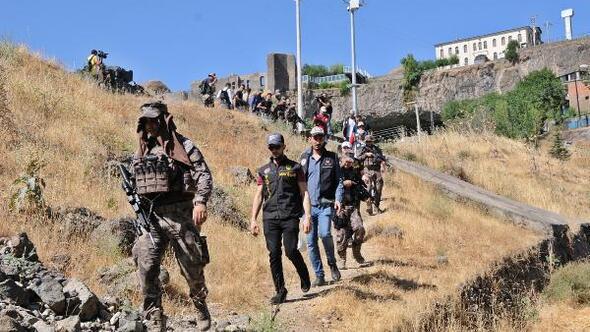Hevsel Bahçelerinde 300 polisle uyuşturucu operasyonu