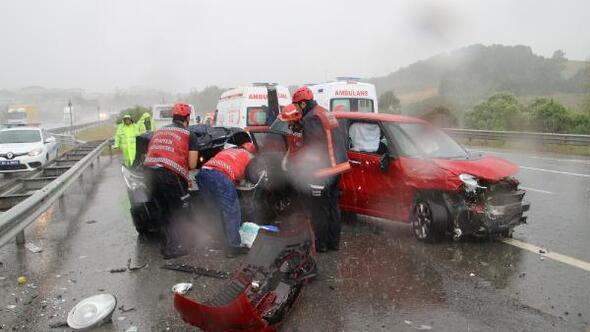 Kazaya bakarken kaza yaptı: 3 yaralı