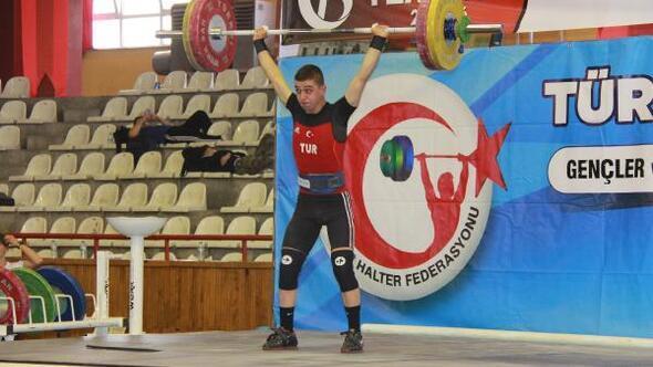 Gençler ve Büyükler Ferdi Halter Türkiye Şampiyonası Sivasta başladı