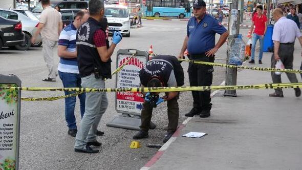 Kavga ettiği kişiyi vurdu, silahı sokak ortasına atıp, kaçtı