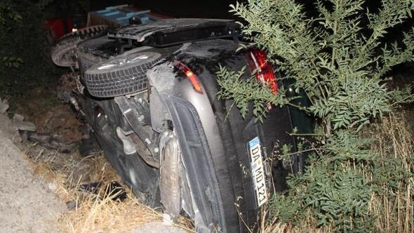 Otomobil, buğday yüklü traktöre çarptı: 4 yaralı