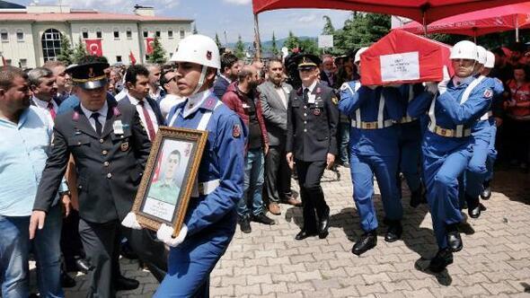 Şehit Altuntaş'ı 8 bin kişi uğurladı